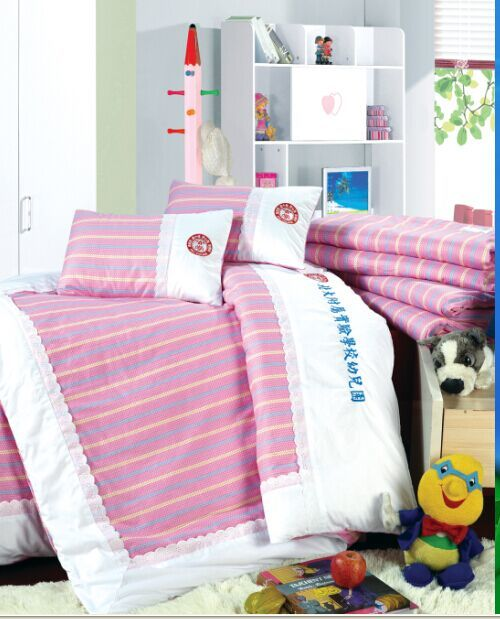 兒童床上用品(紅底豎條紋)